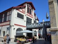 Les Halles de Biarritz sont l'endroit idéal pour gouter à l'authenticité des saveurs basques! @ ville de biarritz .Photo non libre de droit